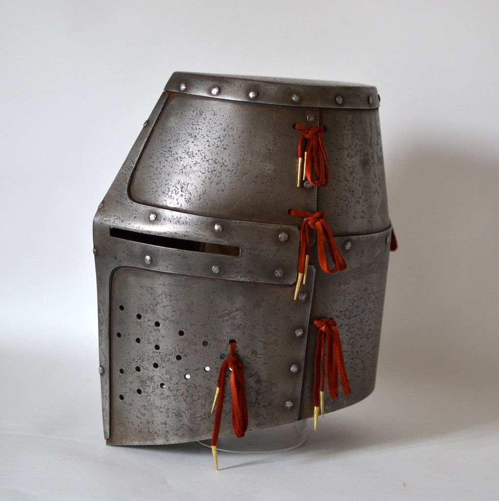 Dargen Great Helm – Royal Oak Armoury